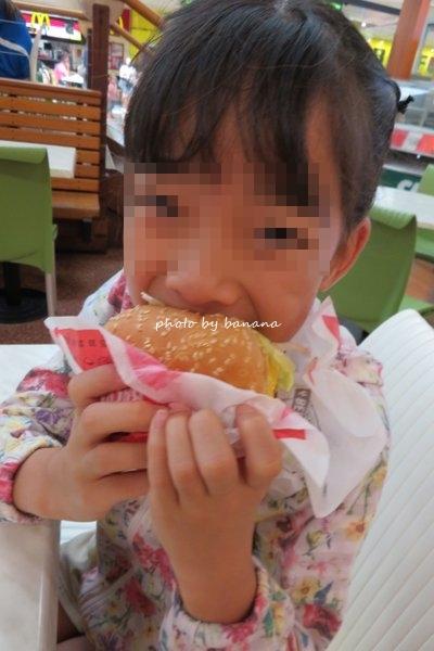 ケアンズ華族旅行 ランチ ハンバーガー