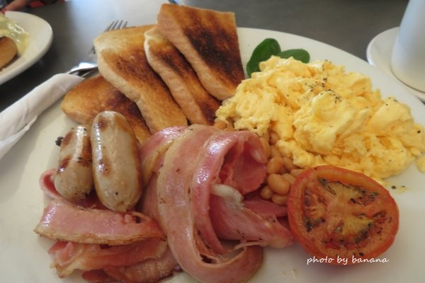 ケアンズ コーストローストカフェ cairns Coast Poast Cafe 朝ごはん