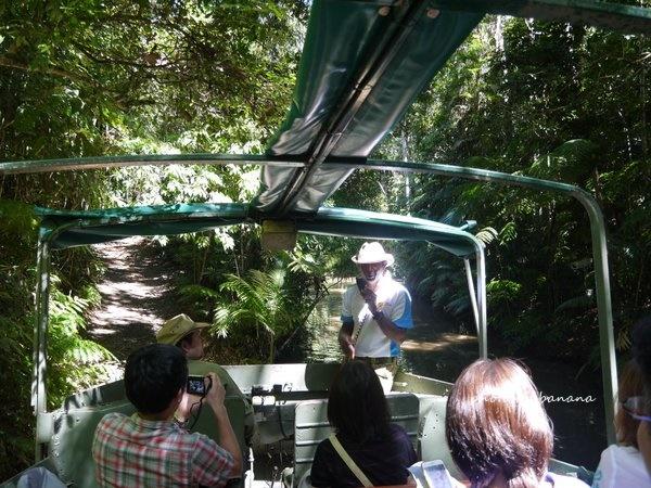 ケアンズ キュランダ観光 レインフォレステーション Rainforestation Nature Park ジェイさんツアー アーミーダック 日本語ガイド
